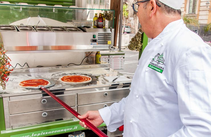 È possibile noleggiare Ape Verde Pistacchio pizzeria siciliana, scopri come fare e i pacchetti noleggio comprensivi di tutto.